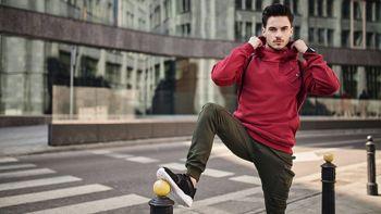 Stylizacja nr 431- Bluza z kapturem, joggery bojówki, buty sportowe