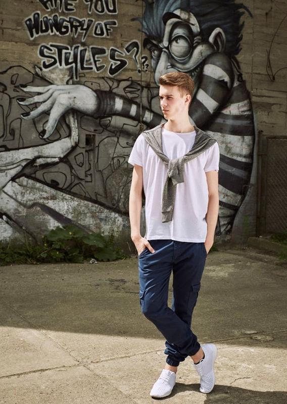 Stylizacja nr 17 - bluza, T-shirt, spodnie joggery