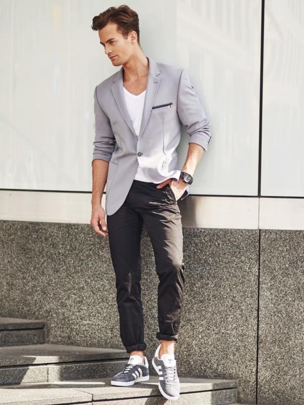 Stylizacja nr 304 - zegarek, elegancka marynarka, T-shirt bez nadruku, spodnie chinosy