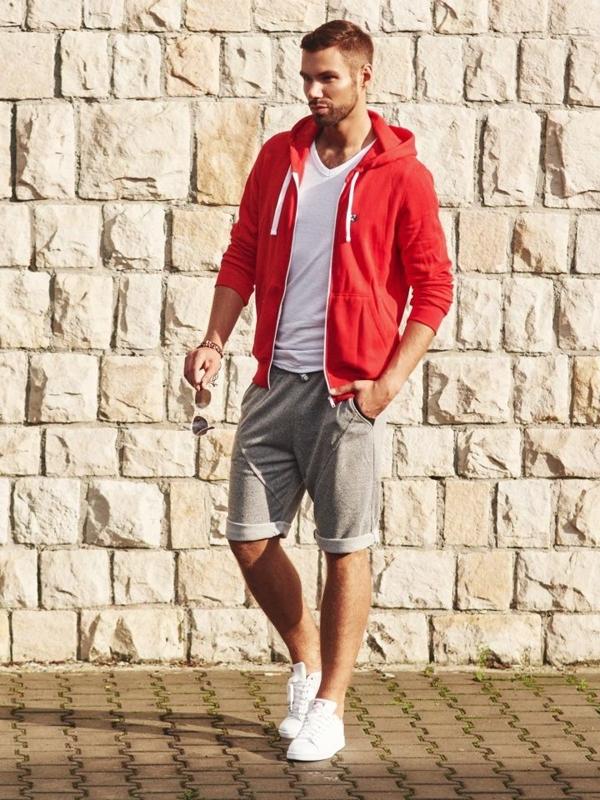 Stylizacja nr 308 - okulary, bransoletka, bluza z kapturem, T-shirt w serek, spodnie dresowe