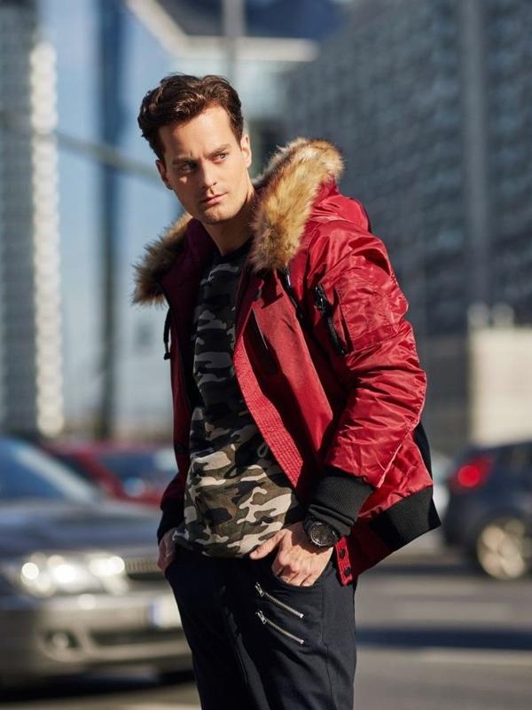 Stylizacja nr 337 - zegarek, kurtka zimowa, bluza bez kaptura, spodnie baggy