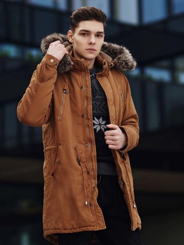 Stylizacja nr 358 - zegarek, kurtka zimowa parka, sweter we wzory, spodnie bojówki
