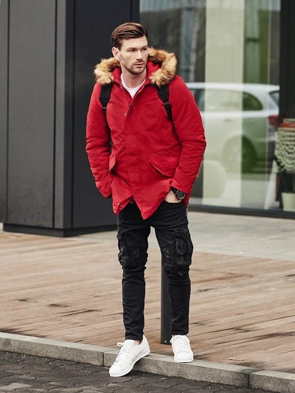Stylizacja nr 391 - zegarek, kurtka zimowa parka, longsleeve z nadrukiem, spodnie joggery