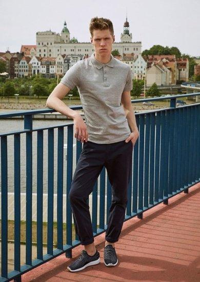 Stylizacja nr 11 - koszulka polo, spodnie chinosy, buty