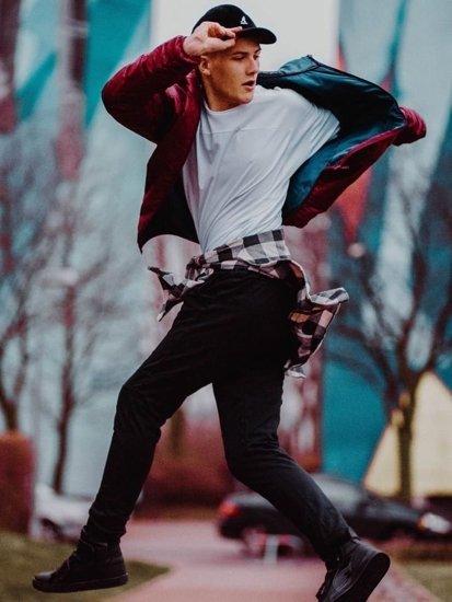 Stylizacja nr 77 - kurtka przejściowa, flanelowa koszula, spodnie dresowe, sneakersy