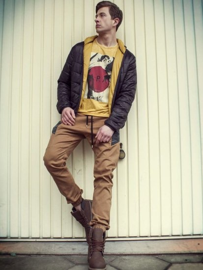 Stylizacja nr 91 - kurtka przejściowa, T-shirt, spodnie joggery, sneakersy